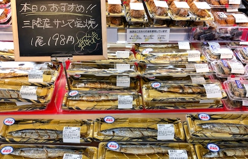 日本美食:只知鳗鱼美?不要错过了那条滴上柠檬汁的秋刀鱼!(附正确吃法)