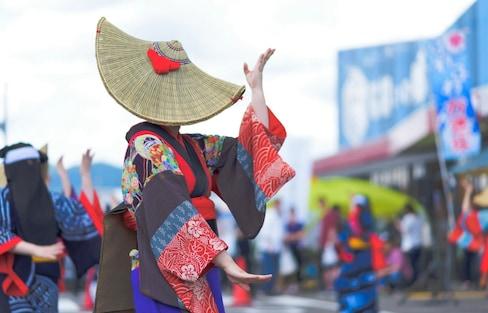 日本也有中元節?充滿黃瓜、茄子與歌舞的夏日假期「盂蘭盆節」