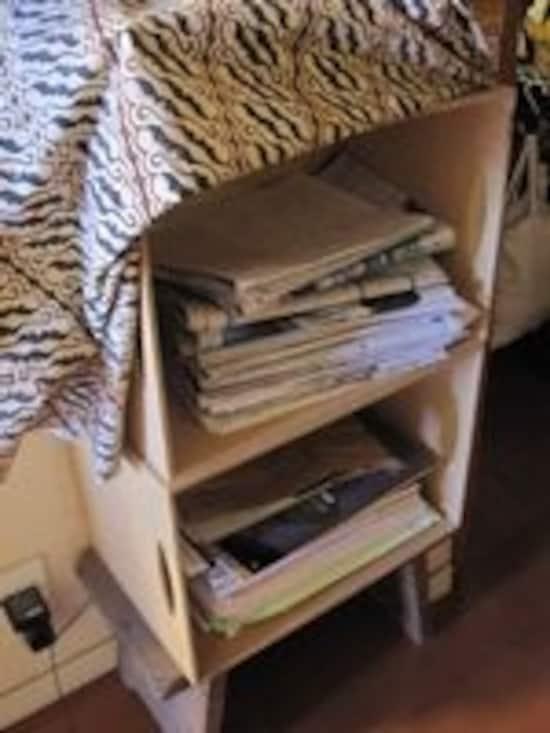 木箱を二つ用意し、上に新聞、下に雑誌・雑紙。たまったらそのまま結束→排出