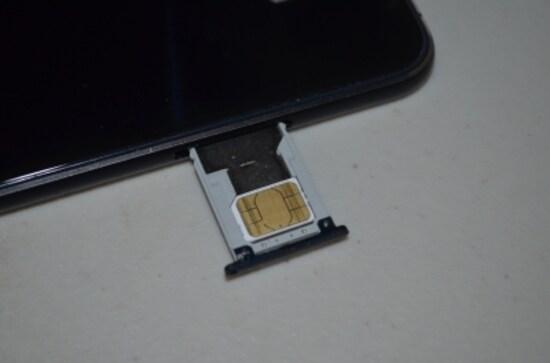 ZenFone3はサイドにスロットがある