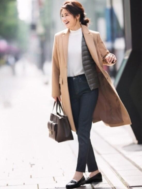 ジャケットやコートの中に重ねて、より保温効果を高めるインナーダウンとして活用して。