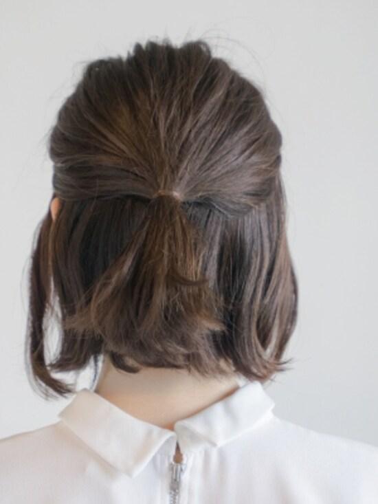 髪色に近いゴムで結ぶ
