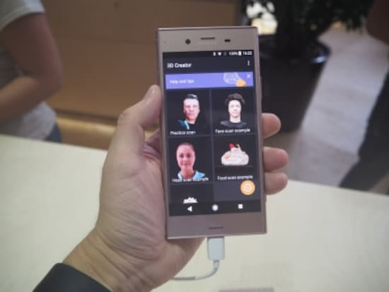 Xperiaシリーズの最新モデル「Xperia XZ1」。カメラと高性能CPUを活用し、人の顔などを3Dスキャンできる「3Dクリエーター」が搭載されている(写真はグローバル版)