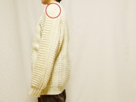 肩の位置が高いので袖が長い