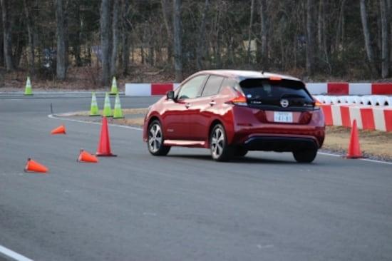 コーナーなどの手前でアクセルを戻すか、離せば十分な減速が得られる「e-Pedal」。ブレーキを踏まなくても減速時にはブレーキランプが自動的に点灯する