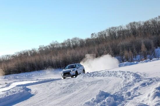 エクリプスクロス 雪上走行 画像