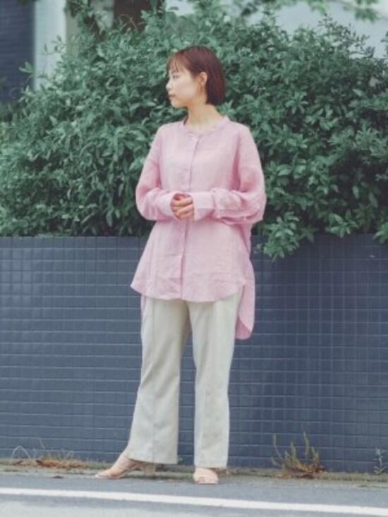 ピンクの甘さを抑えたいときはパンツスタイルがおすすめ 出典:WEAR