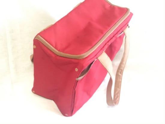 まとまった買い物のときは底板がしっかりしたマイバッグのほうが荷詰めも持ち帰りも圧倒的にラクになる