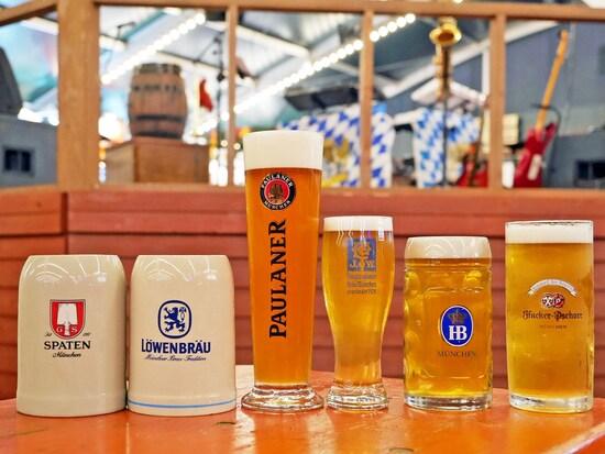 ドイツ・ミュンヘン6大醸造所のビールが初めて勢ぞろい。左から「シュパーテン」「レーベンブロイ」「パウラーナー」「アウグスティナー」「ホフブロイ」「ハッカー・プショール」(2017年9月29日撮影)