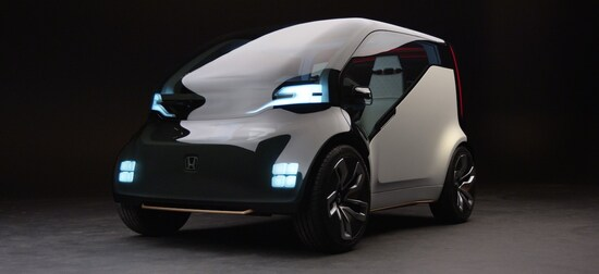 ホンダが東京モーターショーで披露する「Honda NeuV」は、自動運転技術とAIを使いドライバーと車両の対話を提案するコンセプトモデル