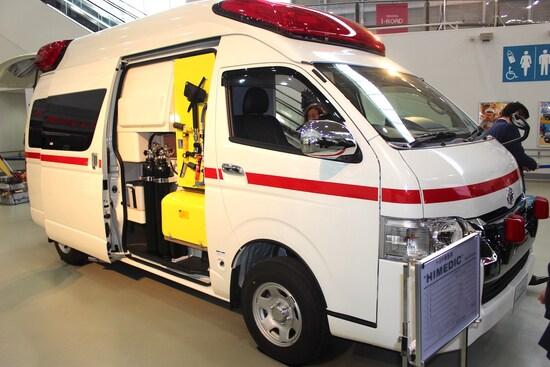 ハイエースは商用、乗用だけでなく、救急車やキャンピングカーのベース車など幅広い分野で活躍している