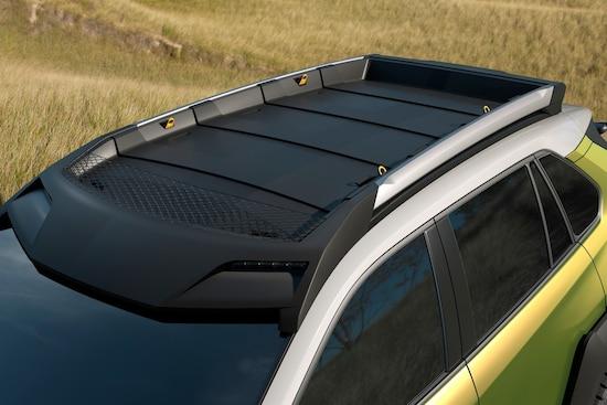 ルーフラックには、モバイル端末で調光可能なLEDライトを装着