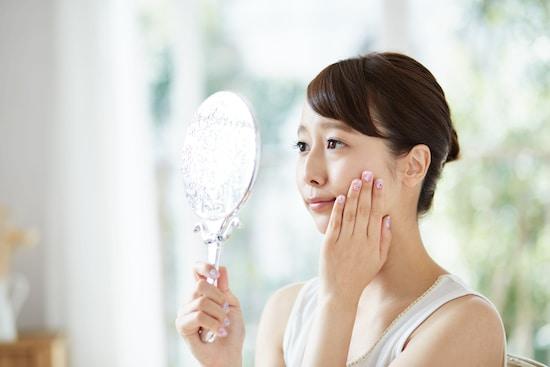 疲れた表情の自分を鏡で見て、さらに疲れが増してしまったという人もいます