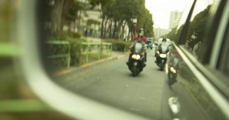 危ない! なのになぜ、バイクの「すり抜け」はなくならないのか?