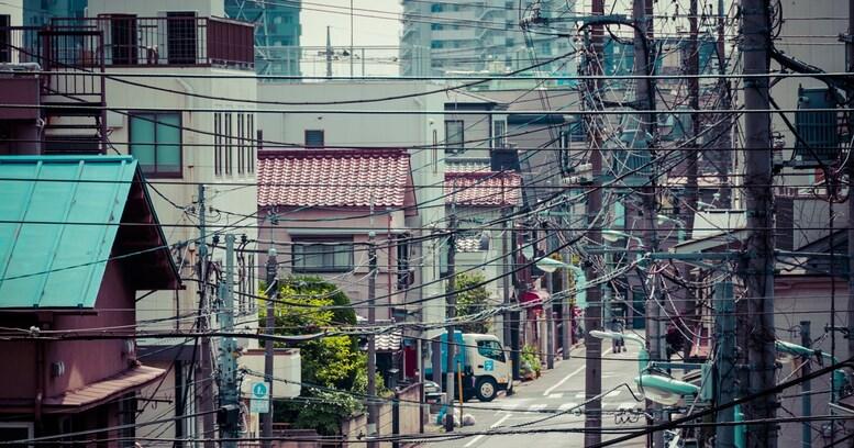 なぜヨーロッパはできて日本はできない? 日本から電線・電柱がなくならない理由