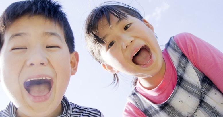 豊田議員の暴言「このハゲー!」をマネする子どもの心理と、やめさせる方法
