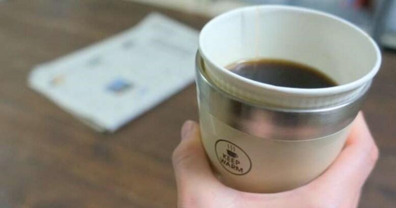 """コンビニコーヒーの熱さを保つ簡単な方法、それは""""カップごと保温""""です"""