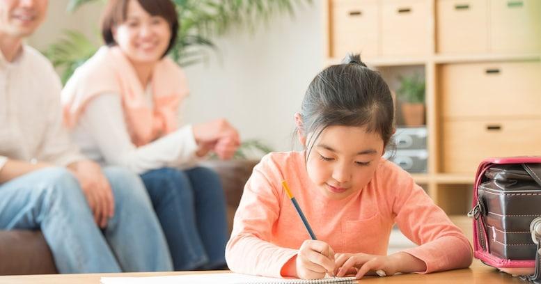 受験サバイバルにつながる…? 雑音の中で勉強すると、子供の集中力は上がるのか