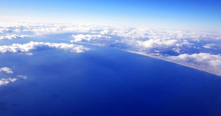 飛行機で「通路側」を好むのは日本人だけ!? その理由は、知らない人に物が言えない国民性にあり!