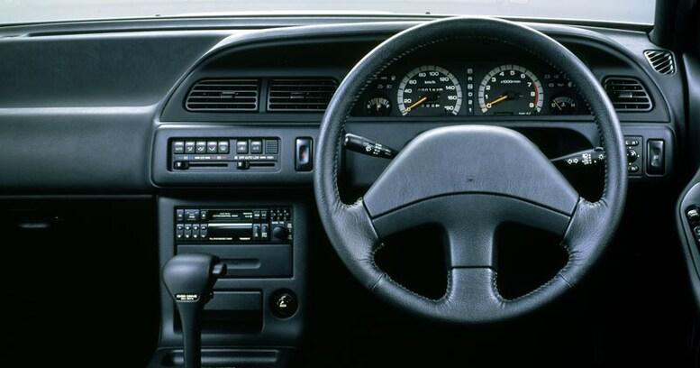 【中年名車図鑑|初代 日産セフィーロ】「くうねるあそぶ」「お元気ですか~」CMで一世を風靡したハイソカー