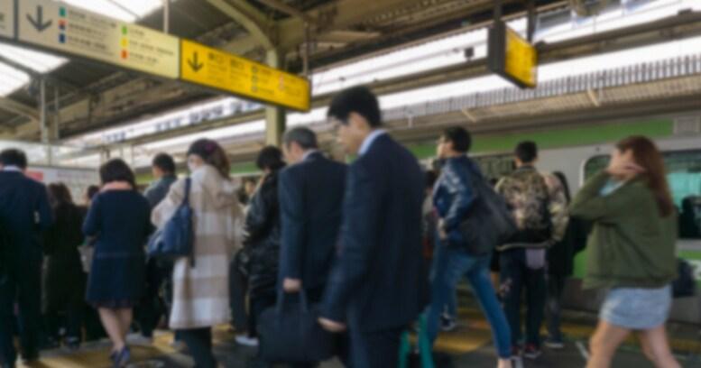 通勤電車や新幹線がやたらと混んでいるのはなぜ?