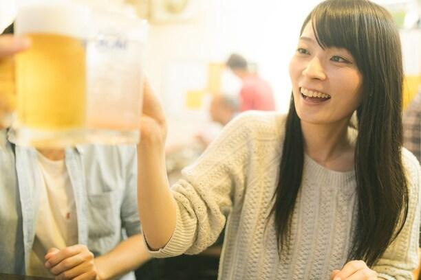 体内のアルコールが完全に抜けるまでの時間、ご存知ですか?飲みすぎた翌日の運転は、飲酒運転になる危険も!