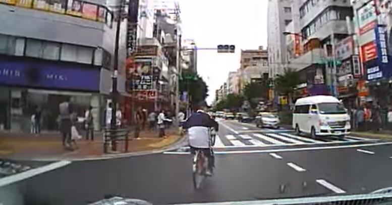 信号無視、無灯火、逆走は当たり前──「無法自転車」を撲滅する方法