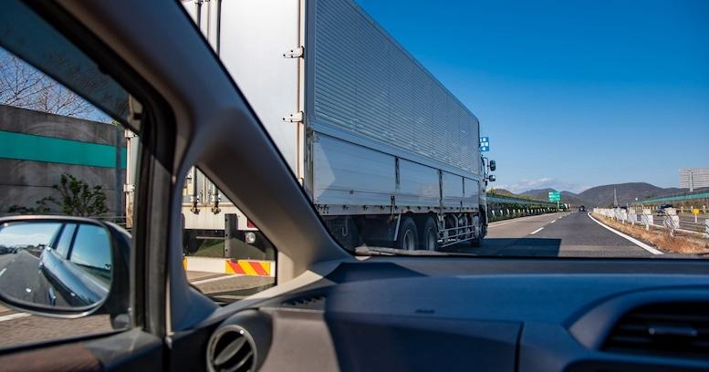 「あおり運転のSOSコール」が話題。でも、まずは「あおられない運転」をすべきでは?