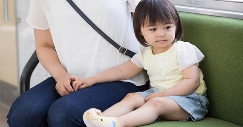 電車内で走る女の子にお母さんがかけた言葉が素敵すぎると話題に…!「魔法の言葉」「娘ができたらやろう!」など絶賛の声多数