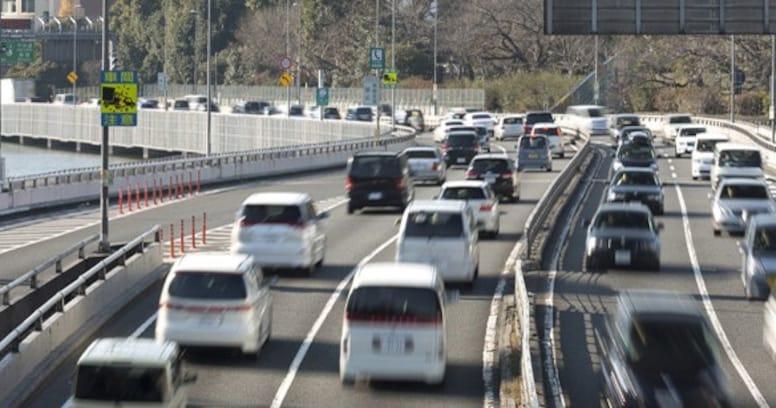 冬休みの帰省前に知っておきたい…!高速道路が渋滞する原因とは