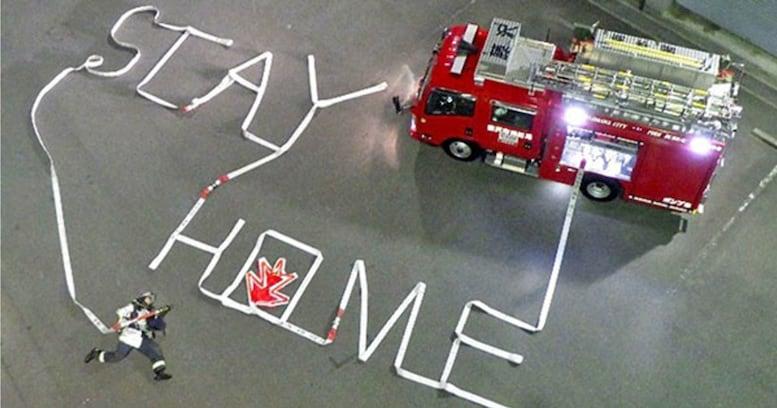 ホースの一筆書きで「STAY HOME」藤沢市南消防署の投稿が話題 投稿の意図を担当者に聞いた