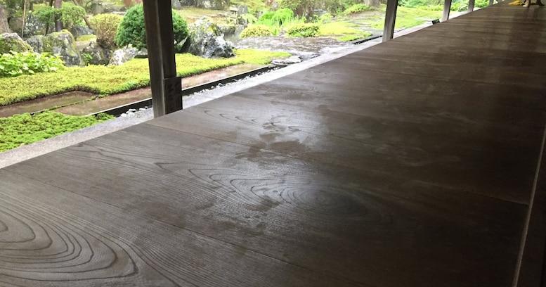 """【注意喚起】日本家屋など文化財の建物に入るときは """"素足"""" は控えて! その理由に驚きの声が続出"""
