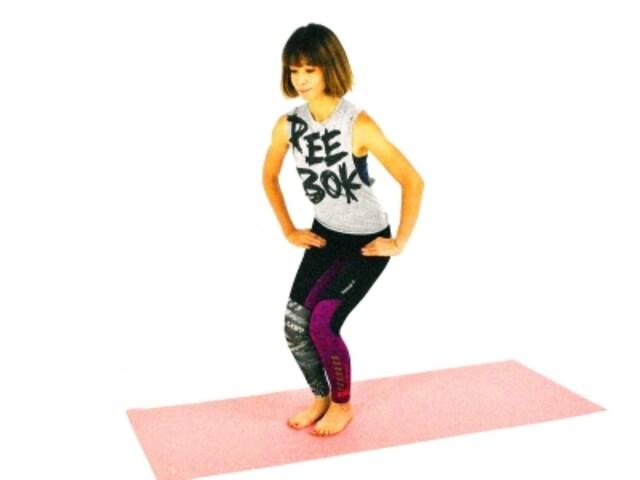 ガルーダーサナ1 両ひざを深く曲げ、腰を下ろす