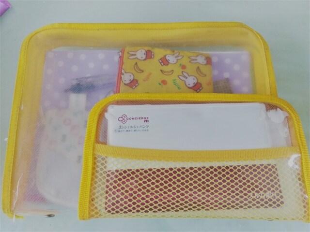 「黄色のケース2つは家計管理グッズです。大きい方にノート家計簿、ペン、お財布。小さい方に通帳をひとまとめ。金運に効くとされる黄色を選びました」(柔ママさん)