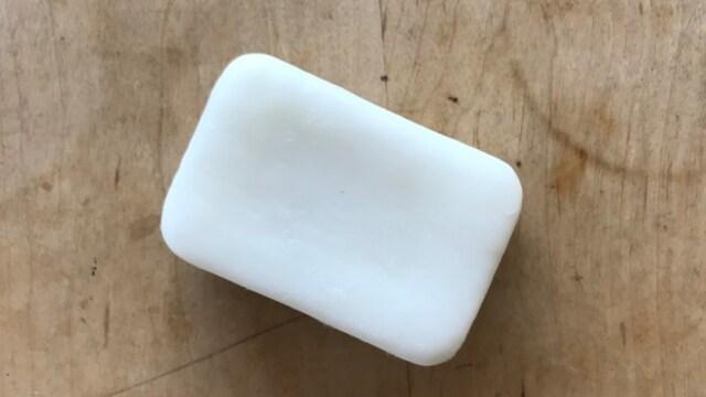 食器洗い用の固形石鹸を使用
