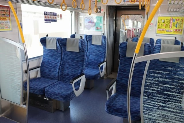 優先席のシートはブルー