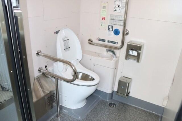 車椅子でも使える多目的トイレ