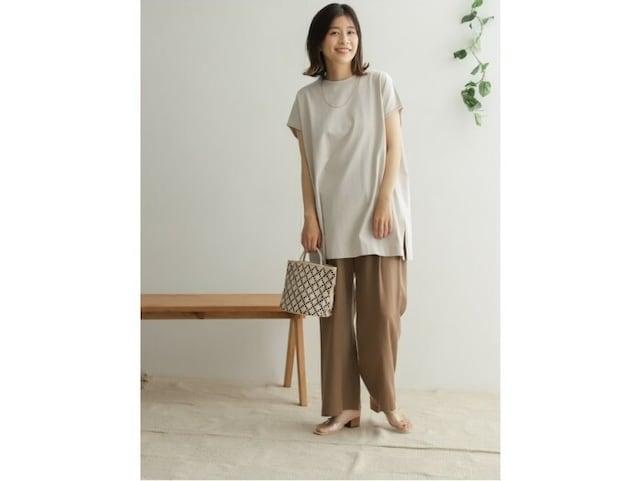 【OKコーデ】中から腕が抜けるように、袖口や身幅にゆとりがあるものがおすすめ 出典:WEAR