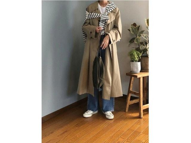 バサッと着てもサマになる今風トレンチコートはカジュアルコーデにも 出典:WEAR
