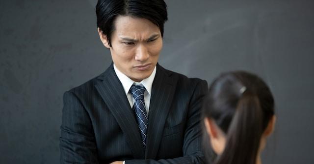 「ポケットに入れたものを出せ!」 怒鳴られた女生徒が出したのは… 教師のとんでもない勘違いに「可哀そう」「ひどすぎる」と非難の声が殺到