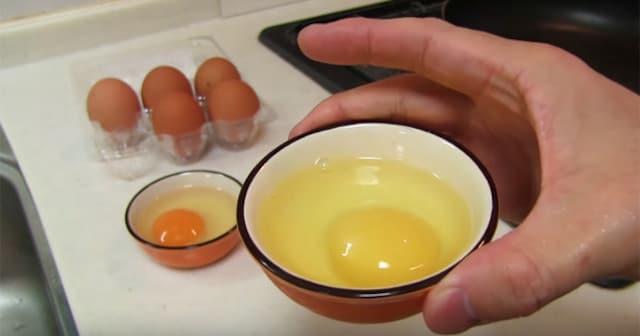 黄身が白い卵を食べてみた