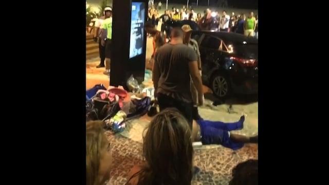 リオ・コパカバーナビーチで遊歩道に車突っ込む、11人負傷