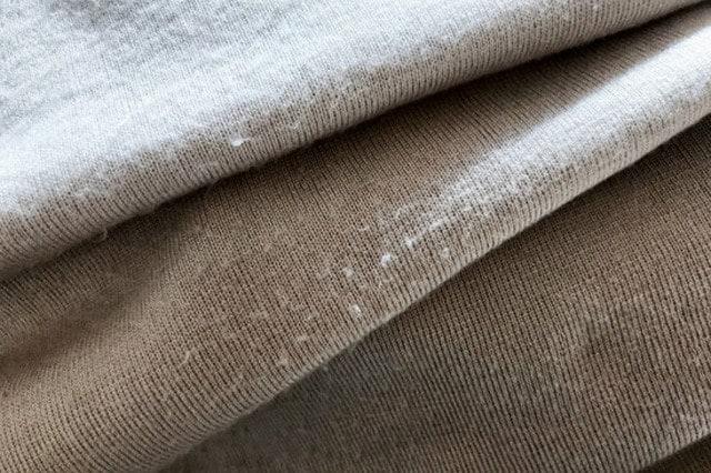 化学繊維のニットは、小さくてしつこい毛玉ができやすい