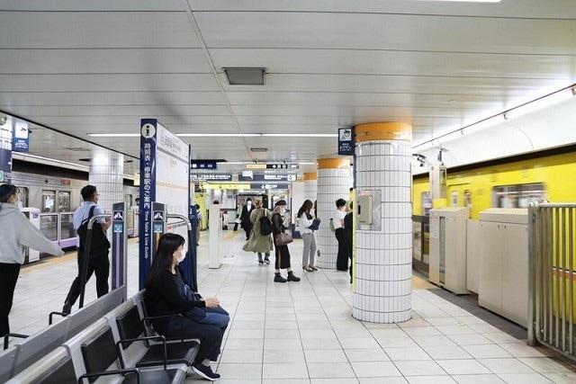 現在の表参道駅。左が半蔵門線、右が銀座線