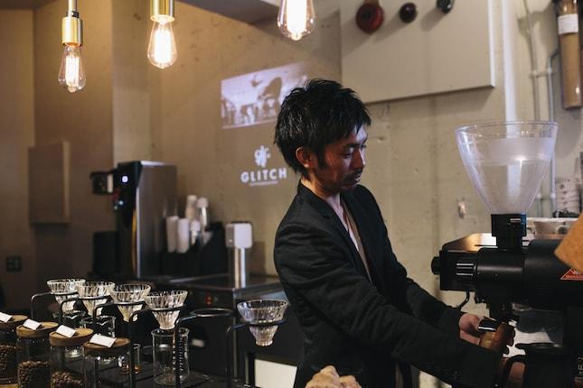 オーダーをして、美味しいコーヒーができるのを待ちながら映像を楽しむ。そこから新たなコミュニケーションが生まれることも多いのだとか。