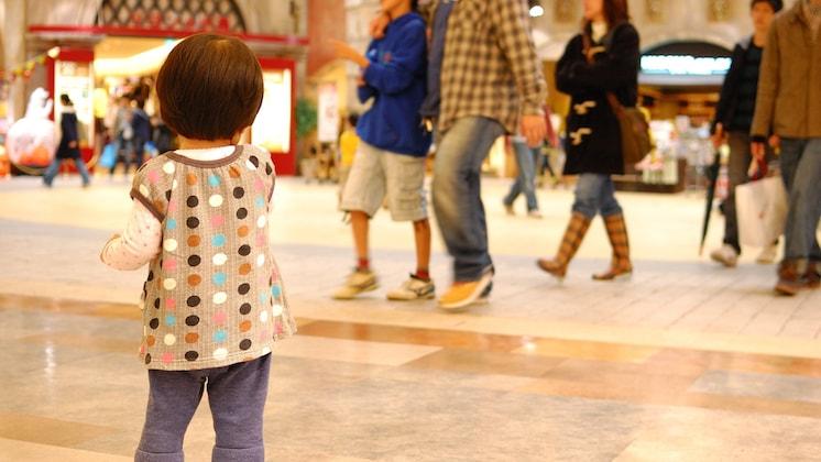 【ひどすぎる】美術館入口で小さい子が泣いていたので話を ...
