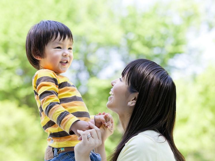 一生に影響を与える? 男の子にとってママの「愛情」が必要な訳