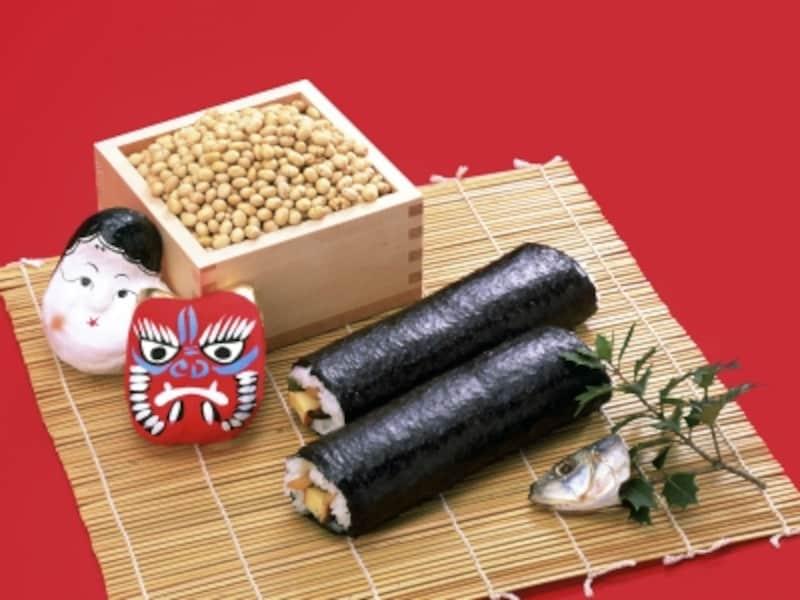 伝統的な豆まきや、焼いた鰯の頭を柊に刺した「やいかがし」と、ニューウェーブの恵方巻き。