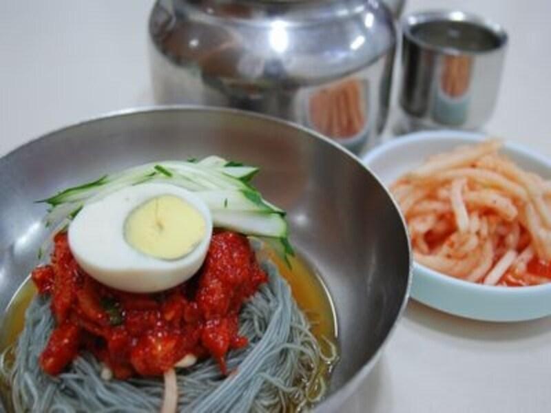 さつまいも粉の冷麺、五壮洞興南チプ/ソウル