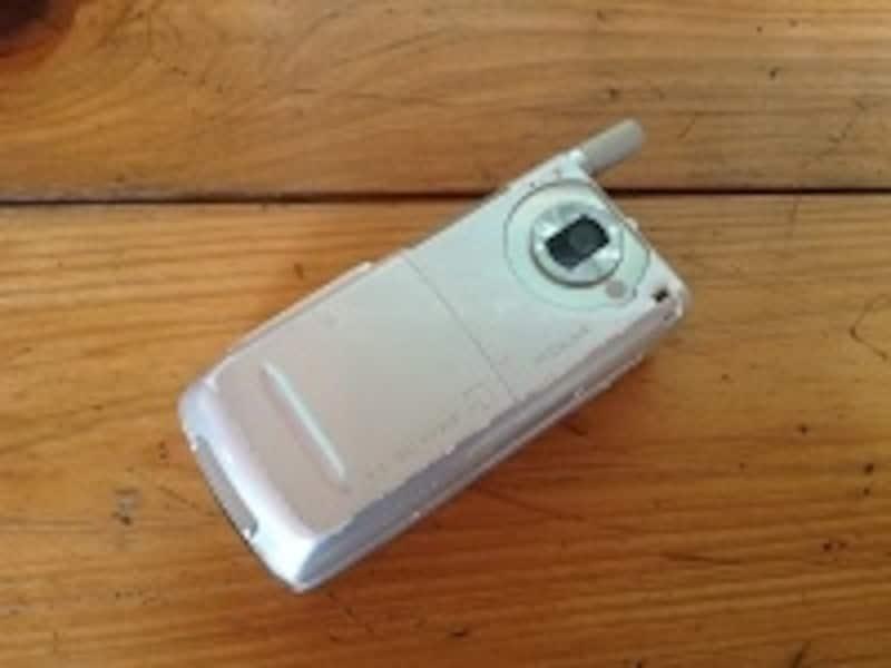 かなり昔の携帯電話。こういったモノのコレクターもいる